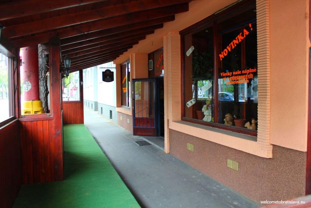 Entrance to Viktoria cafe