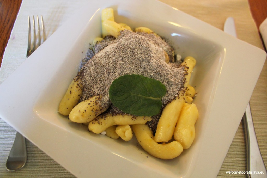 Hradna Hviezda: dumplings (domace sulance) with poppy seed and butter