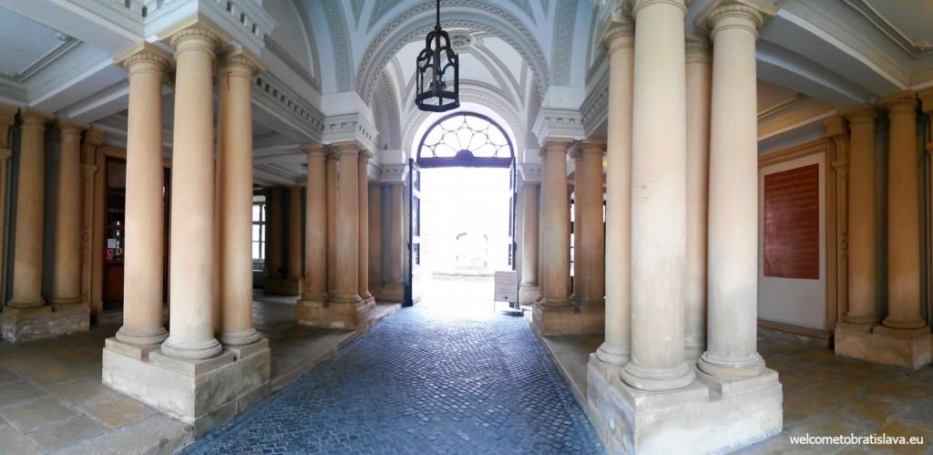 Huge tall pillars in the palace's hallway