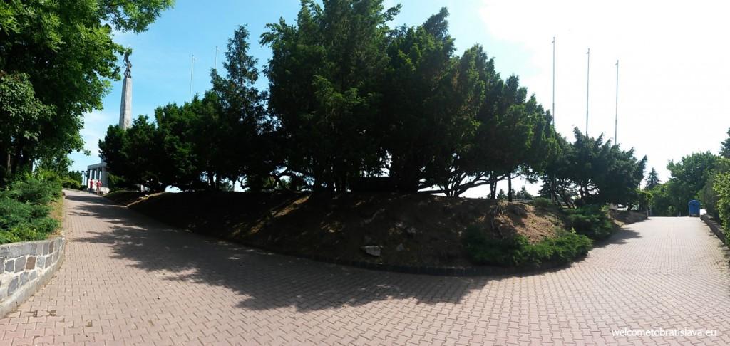 Slavin memorial in the background