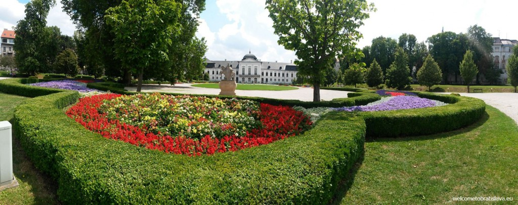 Grassalkovich palace and its garden in full beauty :)