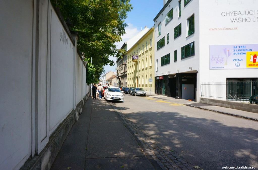 Take the Banskobystrická street to get to the palace's garden