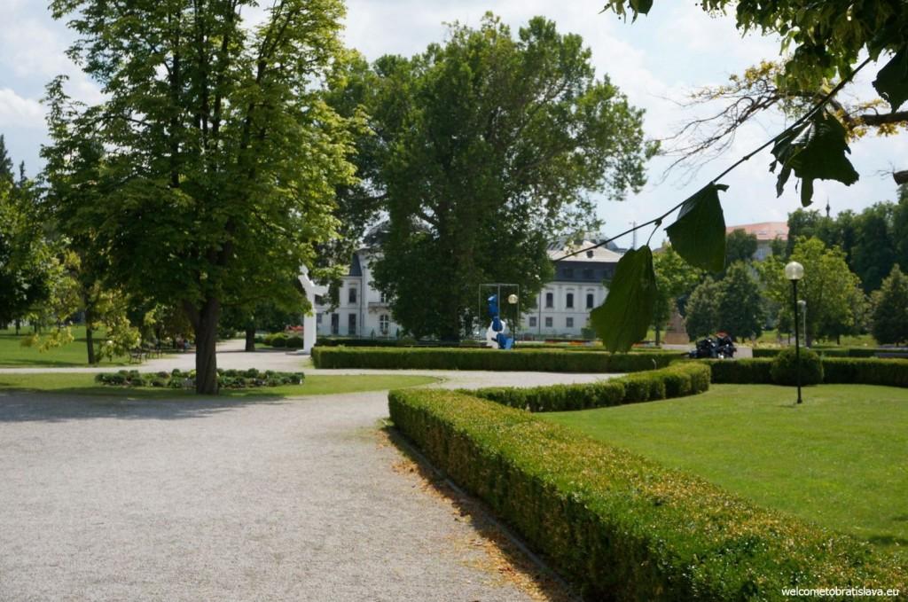 Presidential garden: paths for nice walks