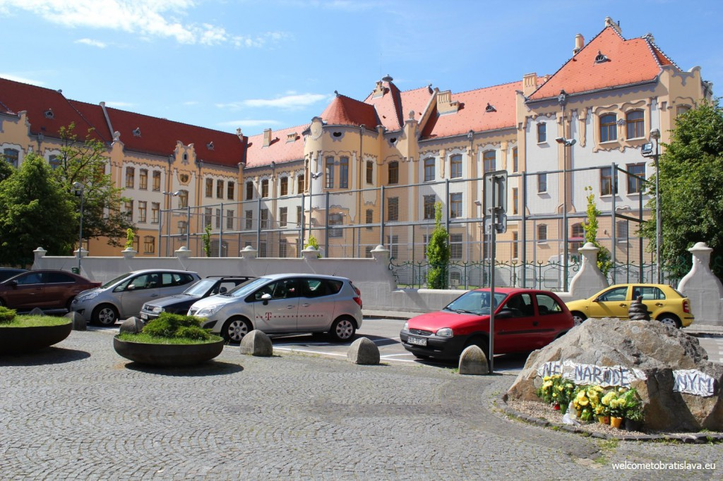The grammar school on Grosslingova street is designed by the same architect