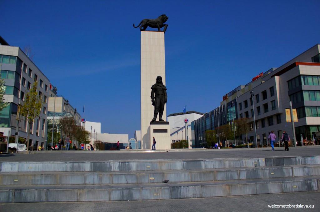 Statues at the square near Eurovea