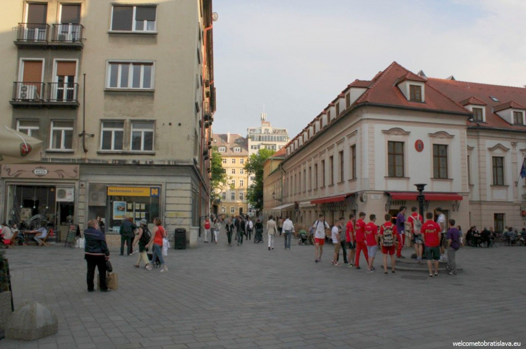 Foxford is seated in the heart of the Old Town, on Laurinska street