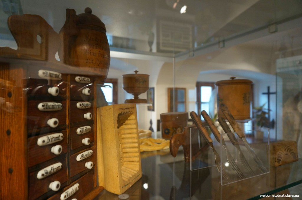 All these objects document the 900 year long history and culture of Germans in Slovakia