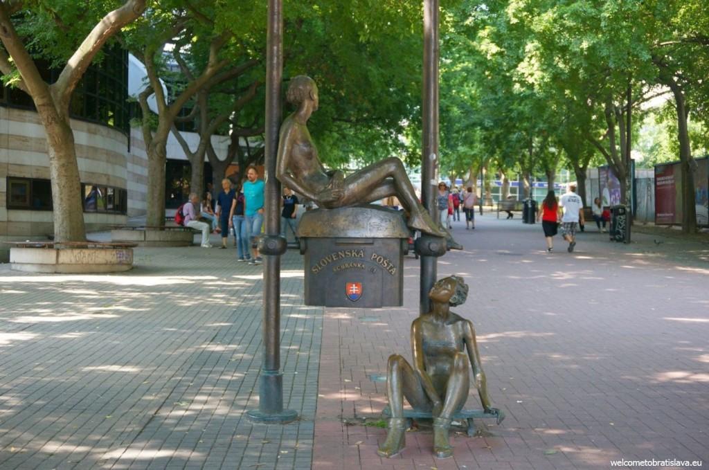 Statue on Obchodná street
