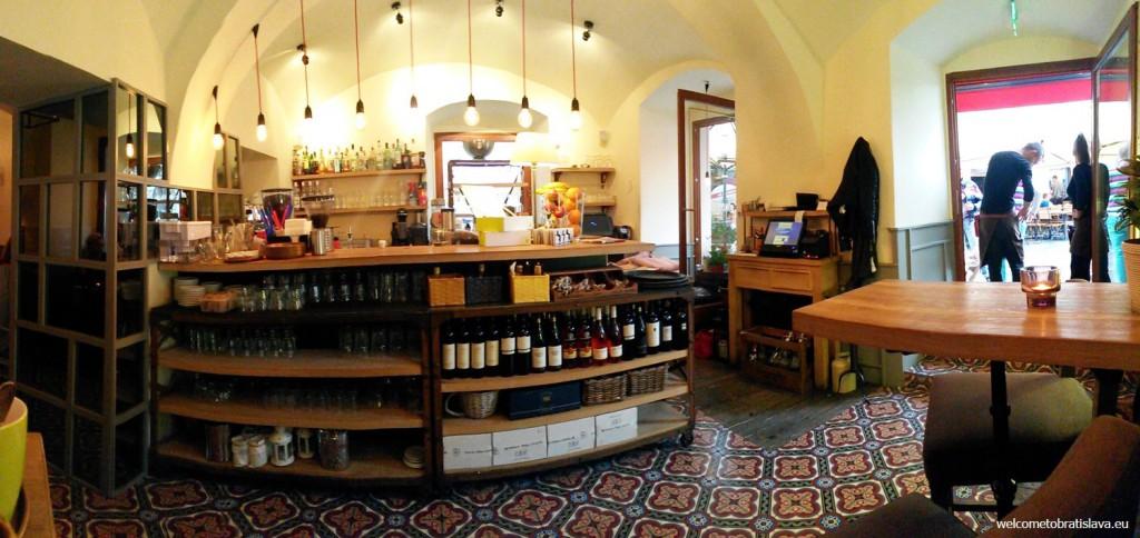 The main bar in Mondieu