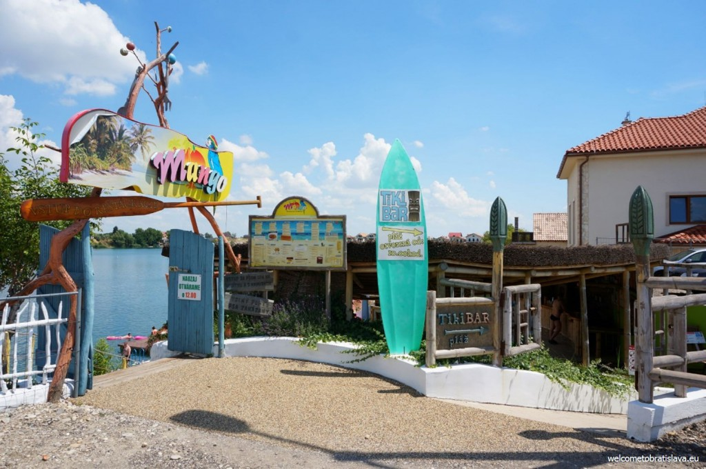 Entrance to the Mango restaurant and the Tiki beach
