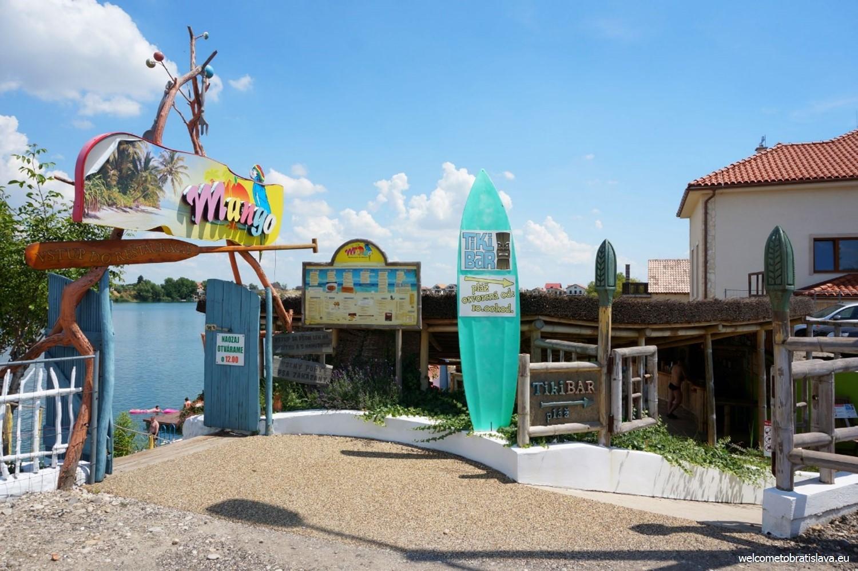 Mango restaurant tiki beach at kosariska lakes - Restaurante tiki ...