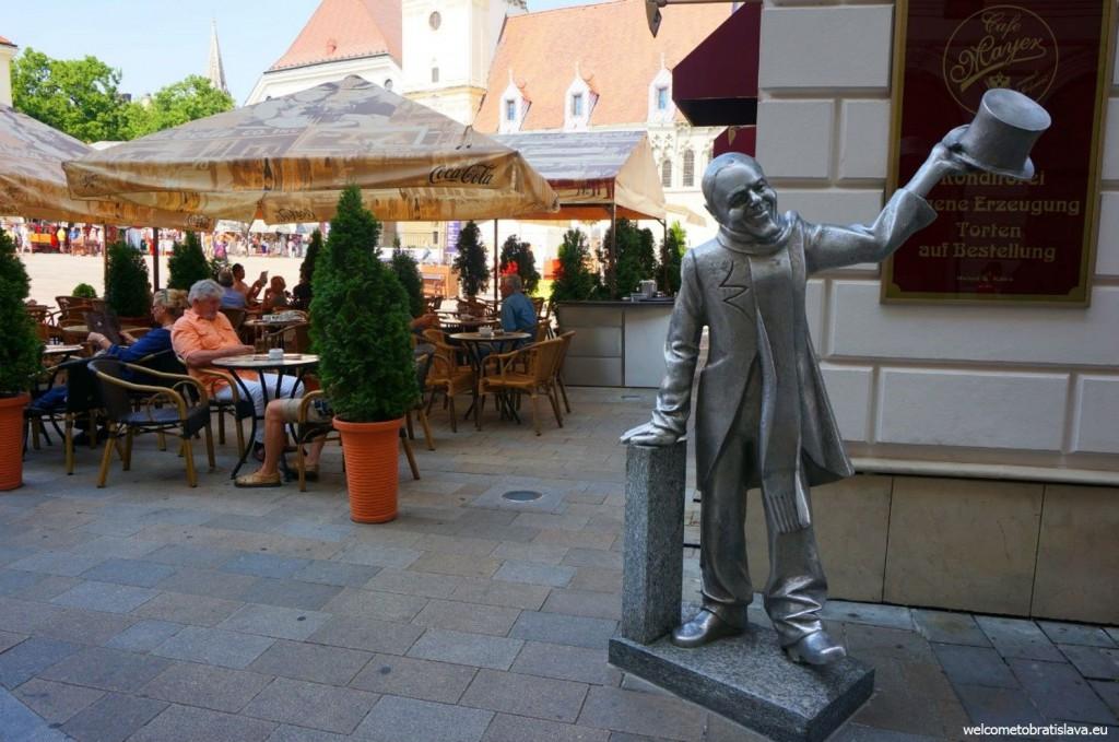 Bratislava statue: Schone Nazi