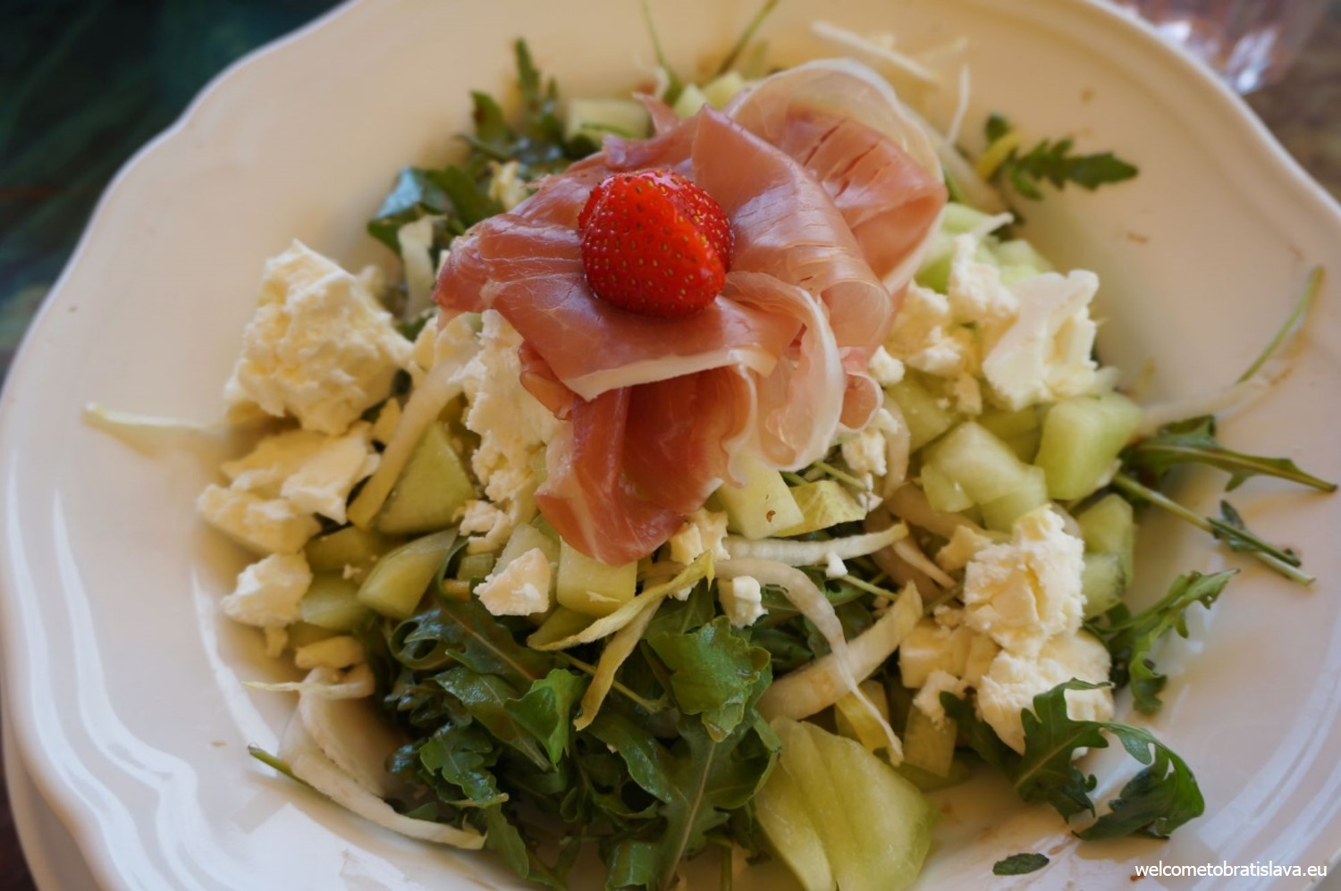 Salad with prosciutto, cheese and yellow melon