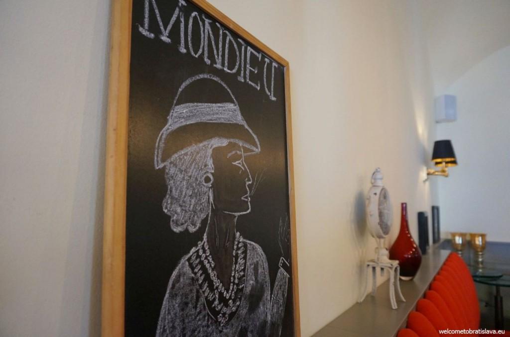 Mondieu's lovely decorations