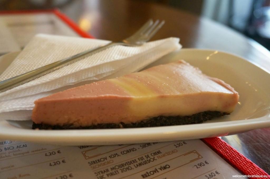 Cherry & poppy seed raw cake <3