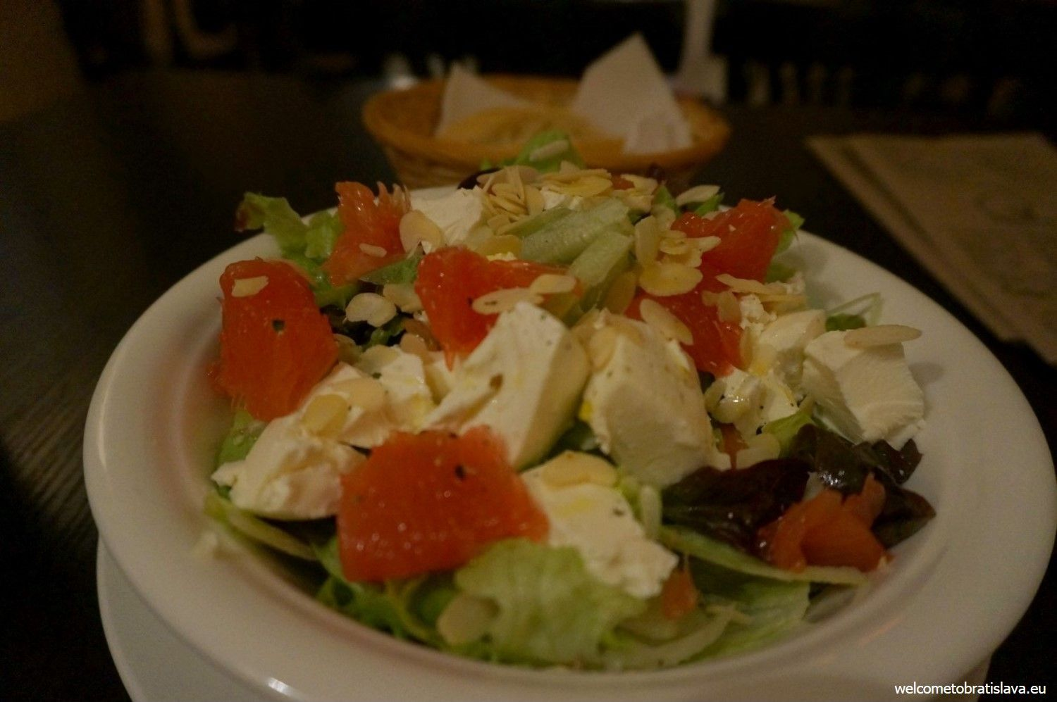 The goat cheese salad with almonds and grapefruit