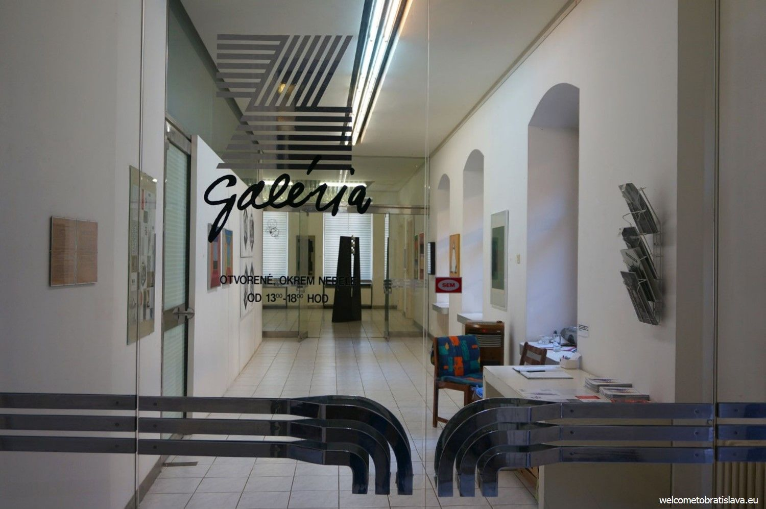 The gallery's main entrance