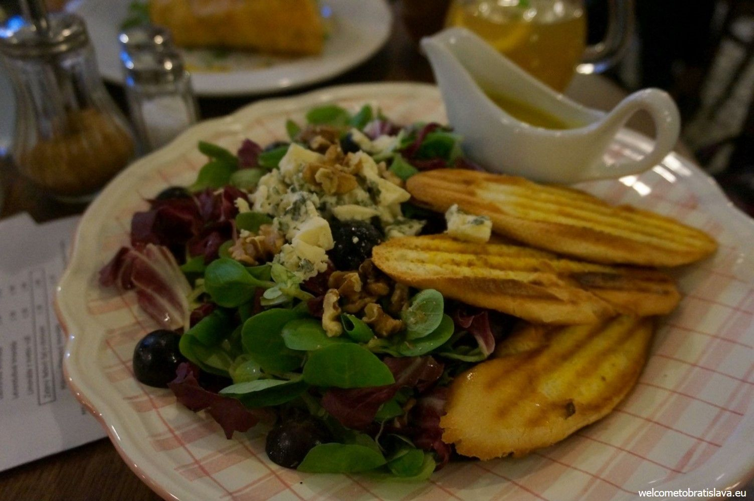 The lamb's lettuce salad with blue cheese, nuts, grapes and honey & mustard sauce