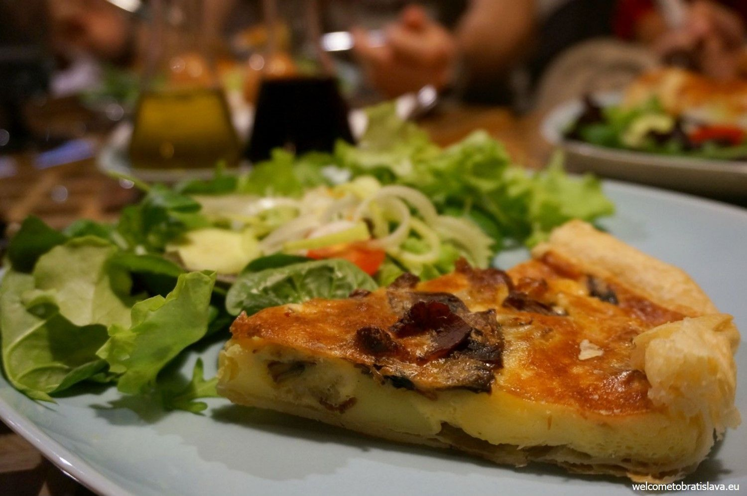 A Carbonara quiche with bacon, thyme and Parmesan