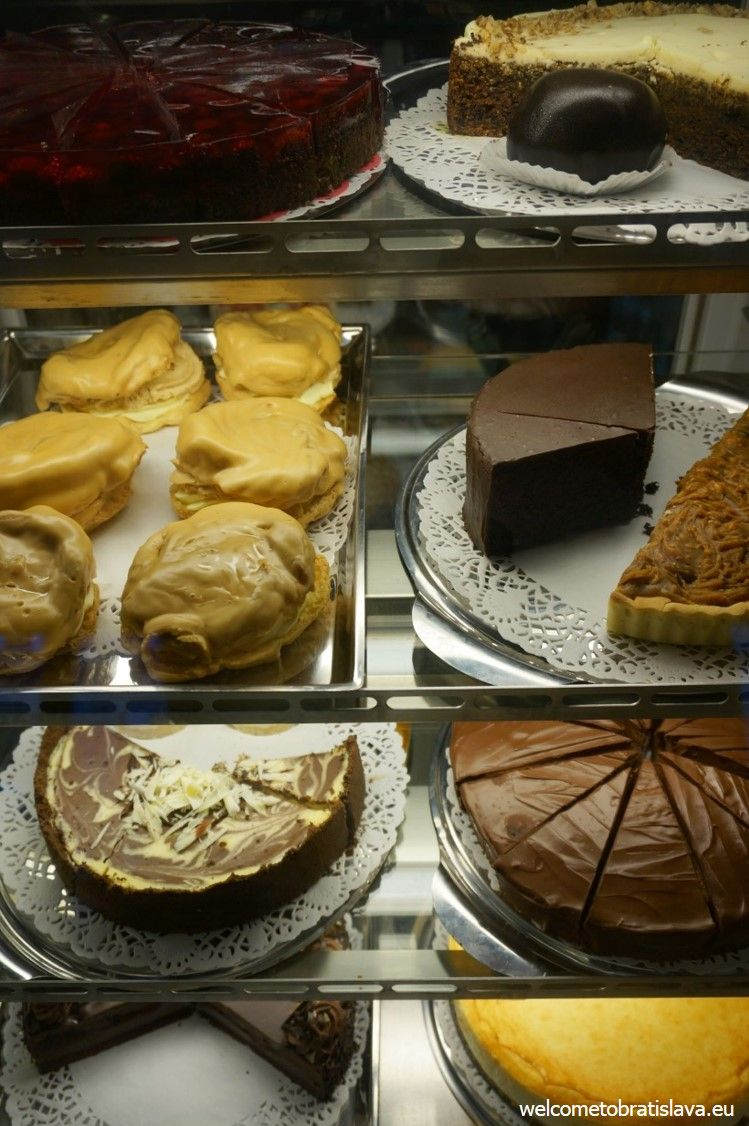 You can choose among the most various desserts in Fúz