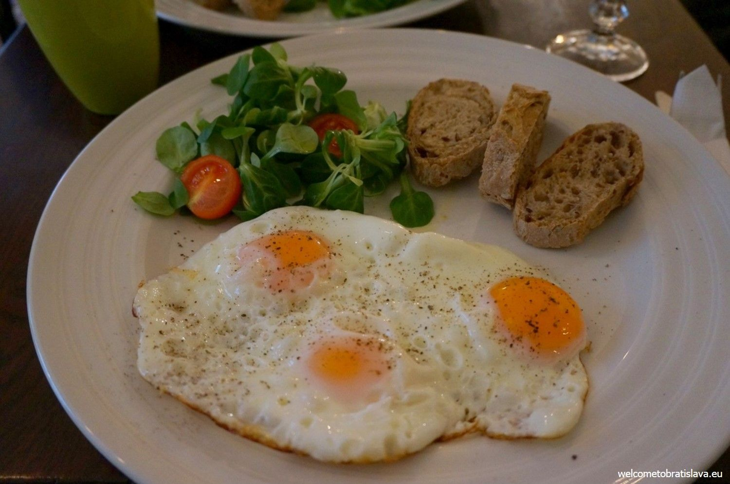 Poached eggs in Mondieu