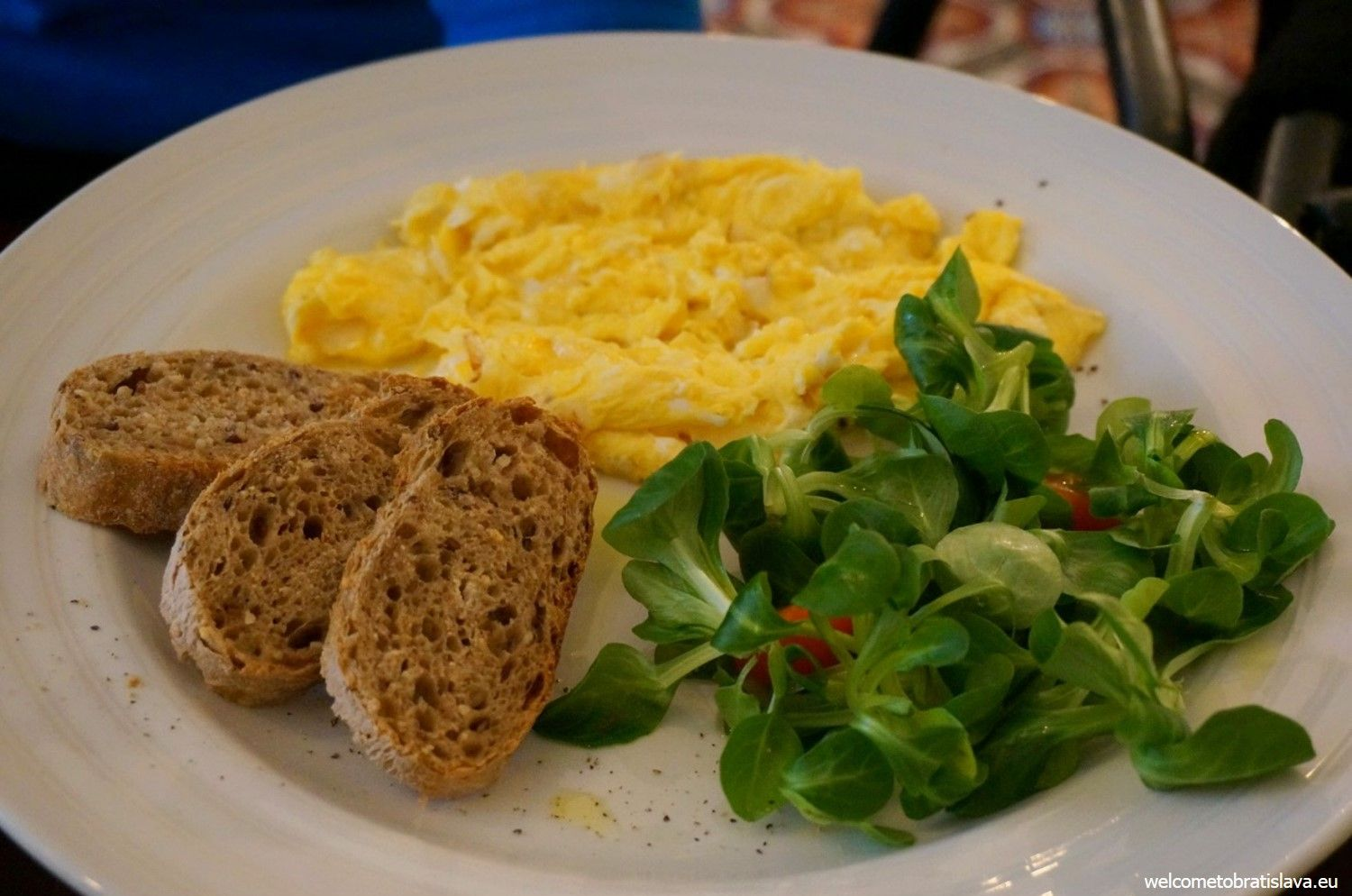 Scrambled eggs in Mondieu