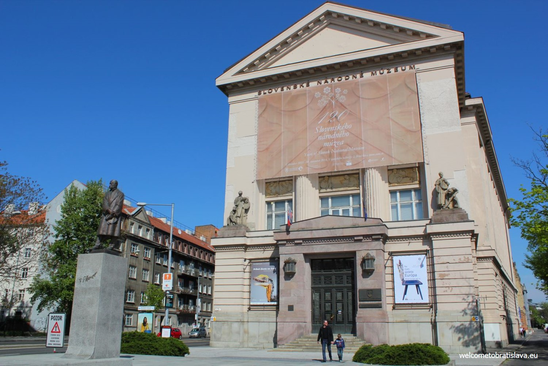 Natural History Museum - the main entrance
