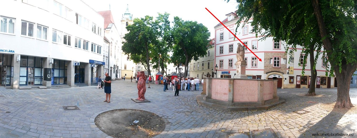 F7 Gallery is seated at Františkánske námestie (square), right next to the Main square with the traditional markets