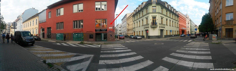 Gallery 19 is housed in a corner building on Lazaretská street.