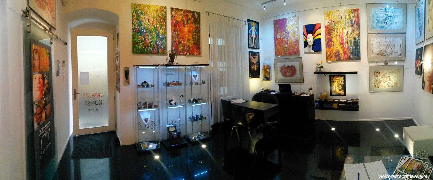 CT Gallery - the colorful interior
