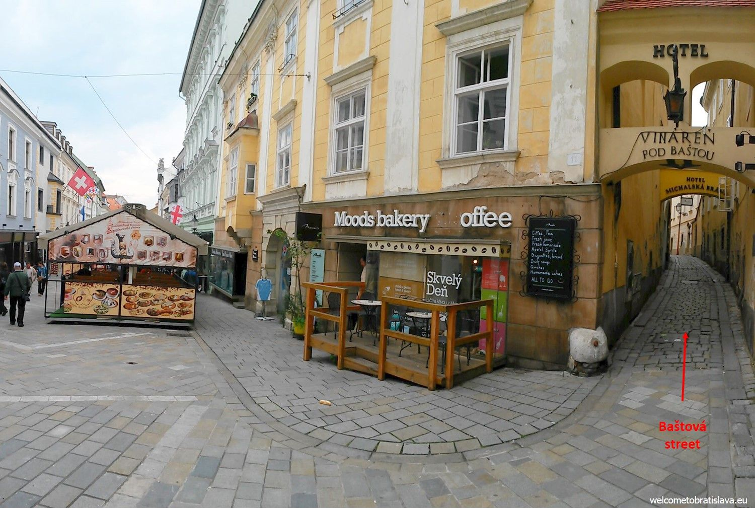 Flat gallery is seated right in the heart of our Old Town, in the thinnest street of Bratislava – Baštova street