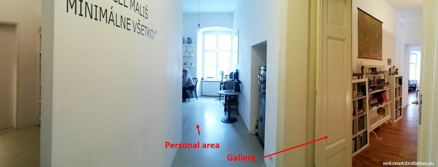 The gallery takes place only in one part of the flat – in 3 rooms