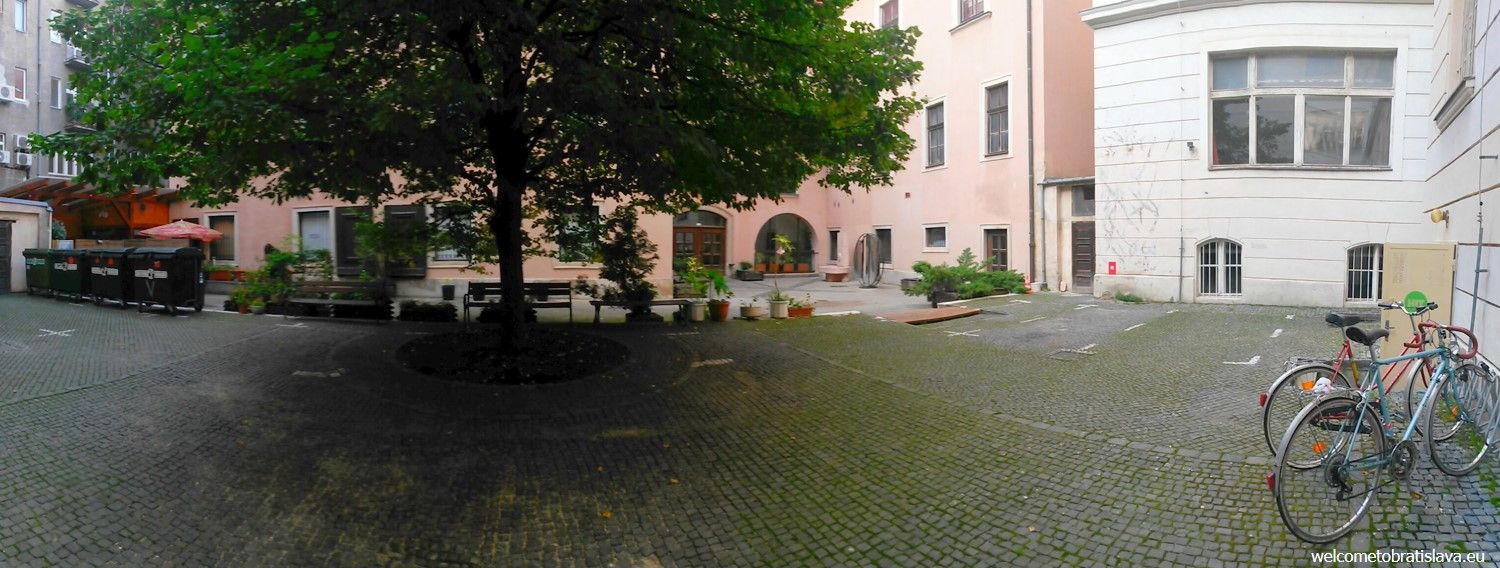 """The entrance to the gallery is """"hidden"""" at this courtyard"""