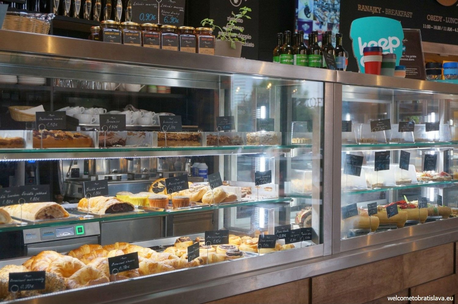 All the fresh pastry can be checked in the large glass boxes that are on the main bar