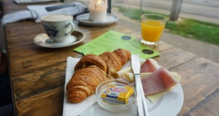 Croissant with ham and cheese