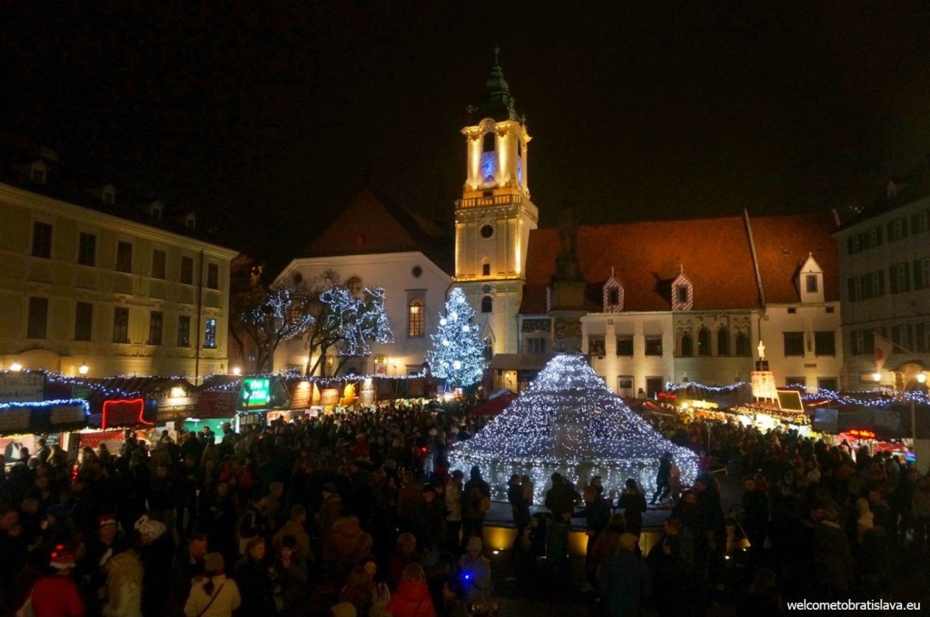 View on the Main square from Schokocafe Maximilian