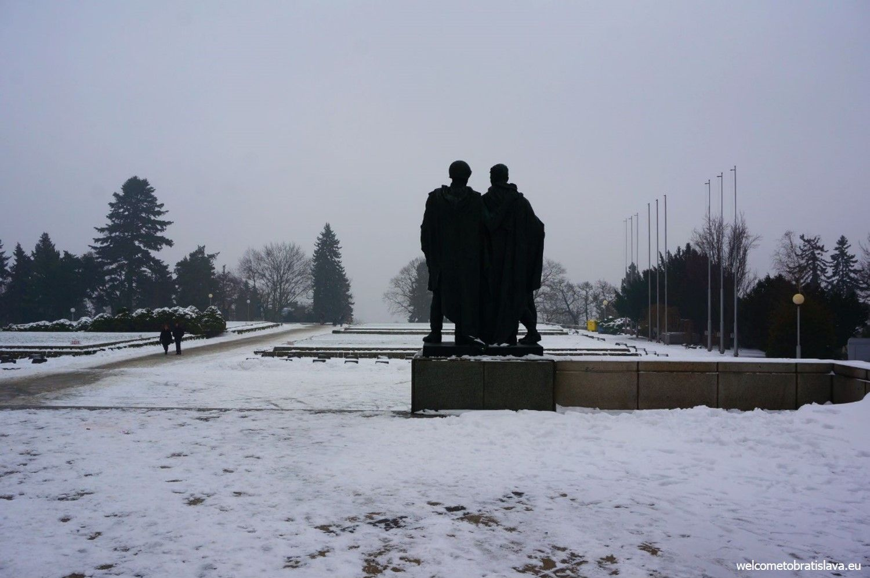 Sculptures of soldiers at Slavín