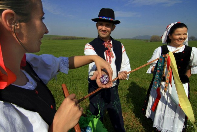 Slovak Easter: spanking girls