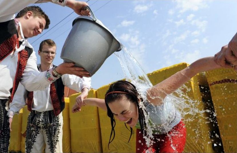 Slovak Easter: pouring water over girls