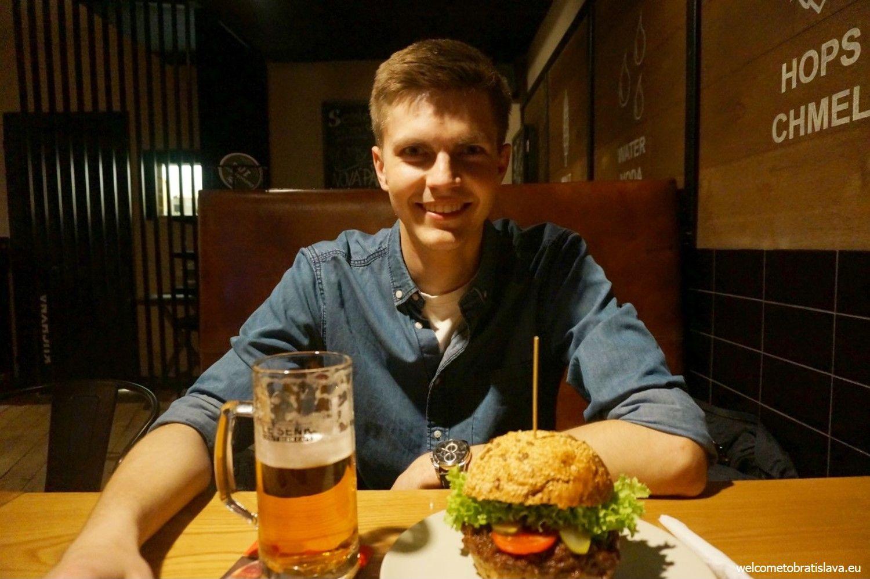 Enjoying beer and some tasty food at Le Šenk