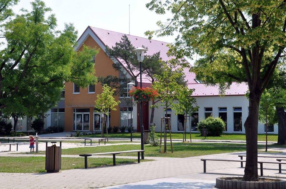 Vajnory: Park pod lipami