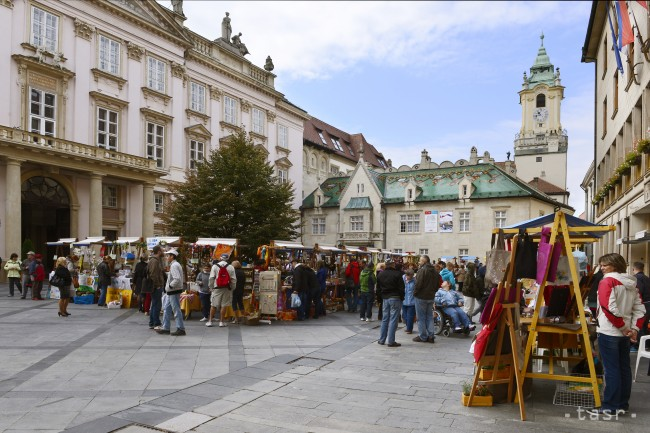 Markets at the Primate's square