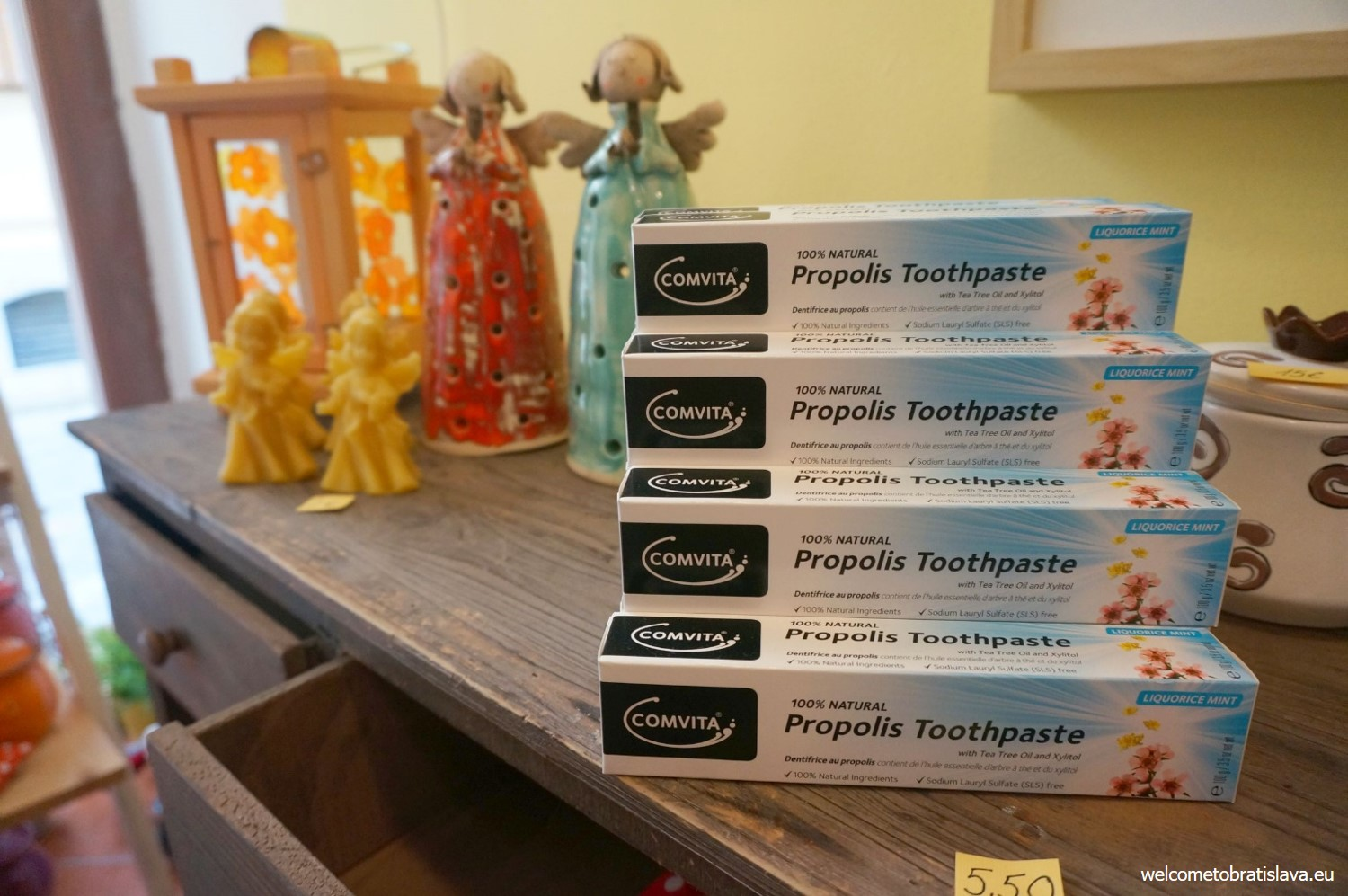 A special toothpaste with propolis – bee glue