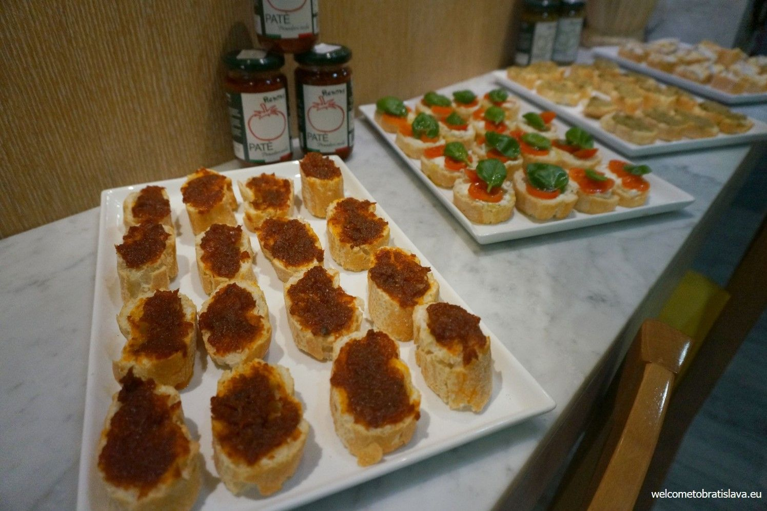Crostinimisti (a mixture of white bread and various pates)