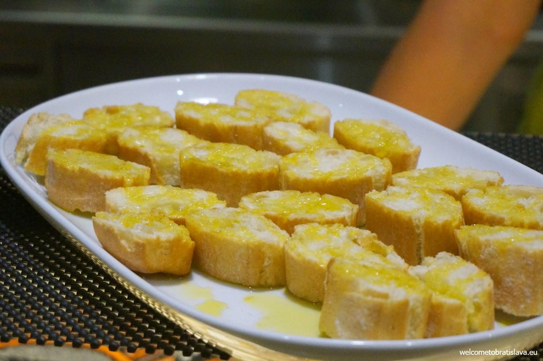 Fresh white bread with Laudemio olive oil