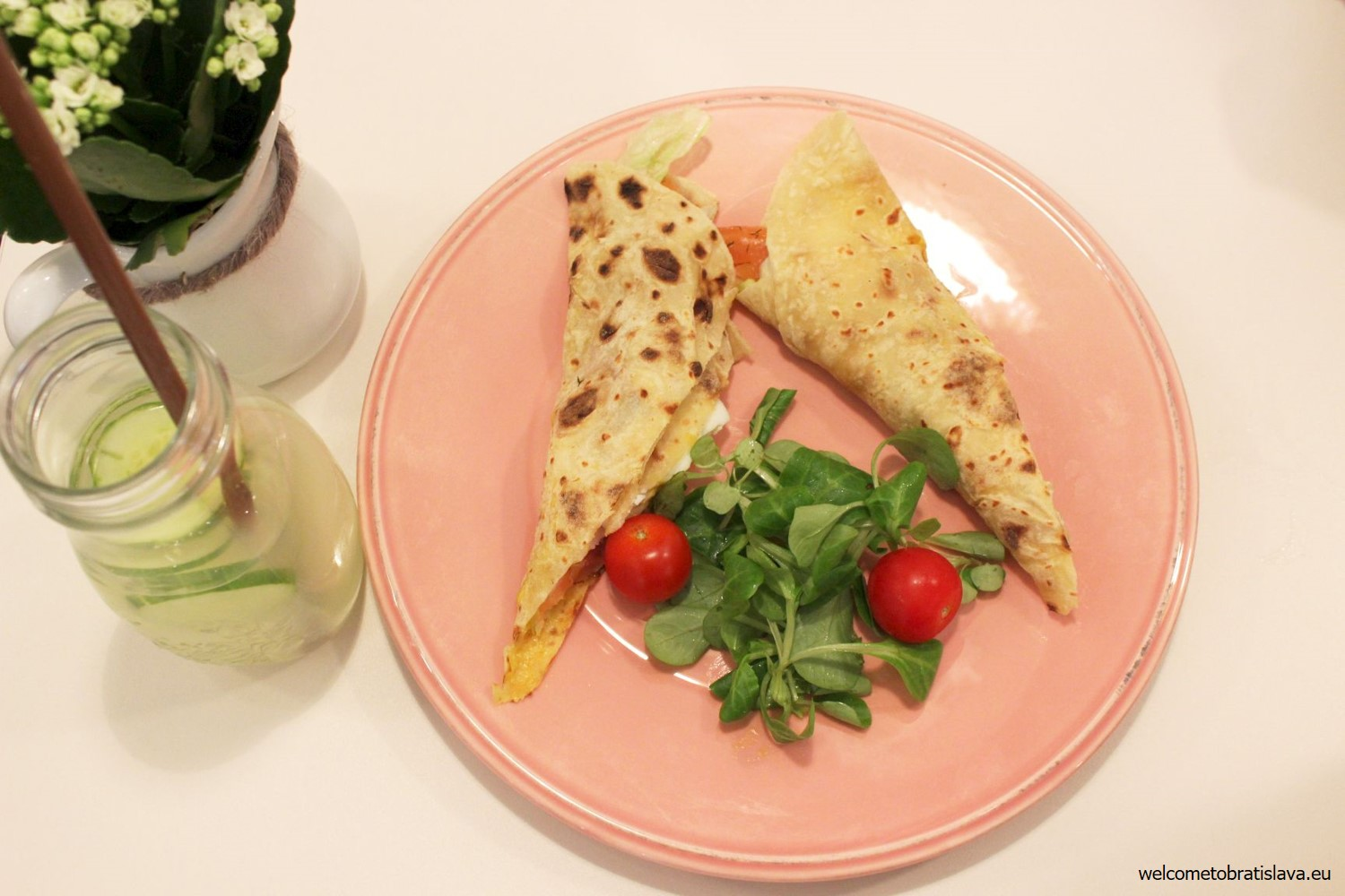 Piadina (salty potato dough pancake) with marinated salmon