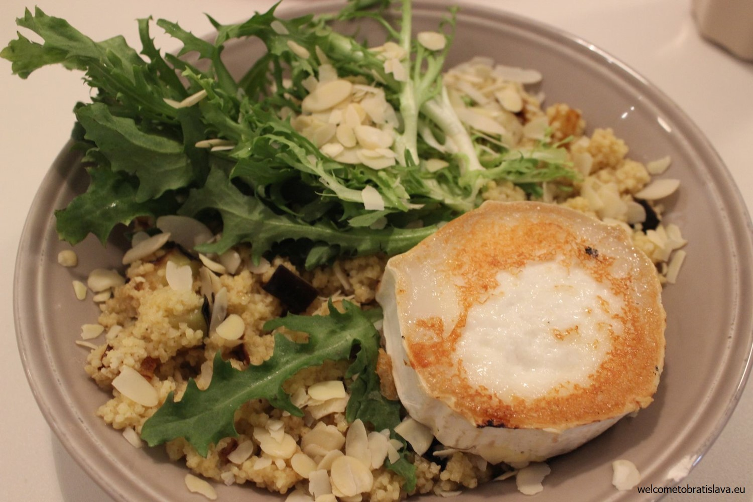 Millet with grilled goat cheese