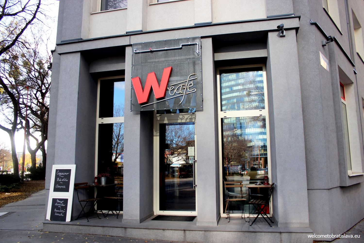 W Cafe is located on the intersection of Grosslingova, Karadzicova street and Dostojevskeho rad.