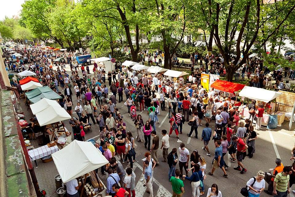 Good market on Jakubovo square